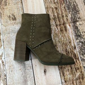 NWOT Report studded heeled boots size 8.5
